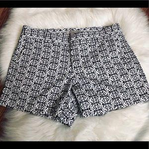 💋 3/$21 Banana Republic Black & White Shorts Sz 8